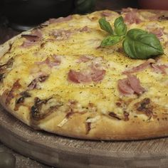 Pizza raclette – home acssesories Pizza Buns, Pizza Sandwich, Pizza Cake, Pizza Pizza, Pizza Raclette, Best Homemade Pizza, Pizza Muffins, Breakfast Pizza, Pizza