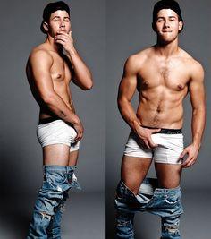 Muso de 2014! Essa é uma das mais de 400 mil fotos sem camisa do cantor Nick Jonas durante o ano. Além de sensualizar, o garoto se mostrou uma das pessoas mais decentes do ano ao olhar para a comunidade gay e a reconhecer como mercado importante para a sua música. Não é todo mundo que faz isso, tá?