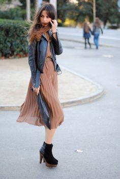 Moto Jacket & Chiffon Dress I need this outfit~! Leather Jacket Dress, Leather Dresses, Moto Jacket, Leather Jackets, Mode Chic, Mode Style, Look Fashion, Fashion Beauty, Womens Fashion