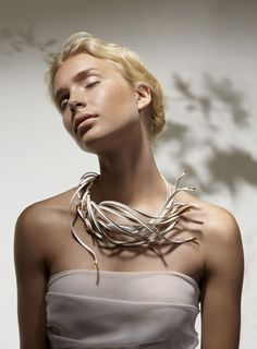 Nordic Wind neckpiece by Chao-Hsien Kuo.  #chao-hsienkuo #nordic #finland…