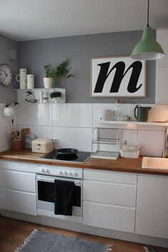 Kitchen wall decor ideas are flawless for your kitchen. This article give ideas about country, farmhouse, rustic, modern, vintage style of wall decor. Kitchen Sets, Kitchen Tiles, New Kitchen, Kitchen Dining, Kitchen Decor, Decorating Kitchen, Little Kitchen, Küchen Design, Home Design