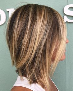 70 Brightest Medium Layered Haircuts to Light You Up Straight Inverted Caramel Bronde Lob length hair cuts Medium Length Hair Cuts With Layers, Medium Hair Cuts, Short Hair Cuts, Short Hair Styles, Choppy Layers, Choppy Cut, Medium Length Bobs, Fall Hair Cuts, Medium Lengths