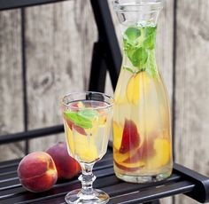 detox benefits: cleanse toxins  boosts immune system  weight loss   4 cup of water  2 peaches sliced lemon juice 2 tablespoons  mint handful  ice cubes  direction  1.all ingredients in a picture and mix 2.this need to sit in the fridge for about 3 hours to allow the flavors to come out