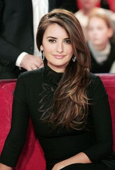 Most Attractive Long Side Part Hairstyles Layered-Side-Part-Hairstyle-of-Penelope-Cruz.lovely highlights for dark hairLayered-Side-Part-Hairstyle-of-Penelope-Cruz.lovely highlights for dark hair Side Part Hairstyles, Hairstyles For Round Faces, Pretty Hairstyles, Brunette Hairstyles, Straight Hairstyles, Updo Hairstyle, Dark Hair With Highlights, Carmel Highlights, Brunette Highlights