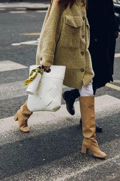 Street style : nos looks préférés de la Fashion Week de Paris automne-hiver Fashion Week Paris, Fashion 2020, Fashion Trends, Fashion Weeks, Fashion Tips, Casual Street Style, Look Street Style, Fashion Moda, Look Fashion