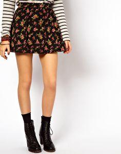 ideia para usar com os coturnos que vem por ai...  winter 2013  ASOS Skater Skirt in Ditsy Floral Print