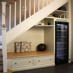 Under the stairs entryway benches 37 Trendy Ideas Stair Wall Decor, Entryway Wall Decor, Entryway Bench Storage, Stair Storage, Entryway Ideas, Tile Stairs, Stair Walls, Under Stairs Dog House, Stairs In Kitchen