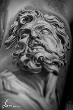 L'artiste tatoueur Jun Cha réalise des tatouages magnifiques et impressionnants, tirant son inspiration de l'art classique, entre Grèce antique et Renaissance… Le rendu, l'éclairage et le réalisme des personnages à la façon des statues grecques est incroyable !