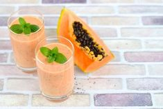 Add exotic fruits to your smoothies for color and flavor. This recipe uses mango, papaya and kiwi and offers a break from berries. Healthy Juices, Healthy Smoothies, Healthy Drinks, Healthy Snacks, Healthy Eating, Smoothie Recipes, Raw Food Recipes, Healthy Recipes, Healthy Smoothie Recipes