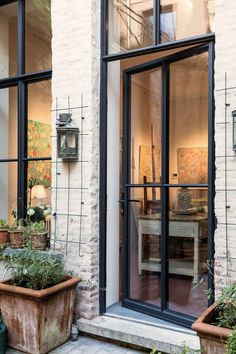 It's eye-popping! Find out about these Ten hints all regarding Barn Renovation, House Windows, Windows Exterior, House Exterior, French Doors Exterior, Exterior Design, Stone Houses, Garage Door Design, Aluminium Doors
