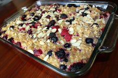 Overnight Baked Oatmeal | Such a yummy and healthy recipe that is easy to make the night before and put in the oven the next day!