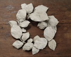 DIY Concrete coated leaves, rustic gray wreath - Smile Mercantile