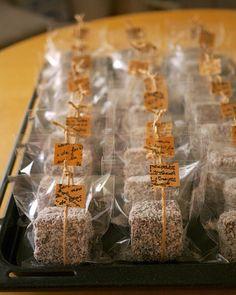 Bake Sale Packaging, Brownie Packaging, Baking Packaging, Bread Packaging, Dessert Packaging, Gift Packaging, Packaging Ideas, Valentine Treats, Valentines