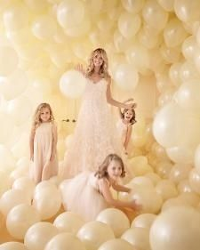 Wedding High: Simple, Cheap, Fun, Wedding Photo Backdrop Idea! Or she would love it for a special day, maybe on hhr birthday if we have celebrated on another day? Photo shoot and tons of balloon fun!!