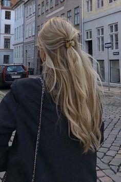 Beauté Blonde, Blonde Hair Looks, Brown Blonde Hair, Girls With Blonde Hair, Blonde Hair Outfits, Blonde Long Hair, Blonde Bangs, Light Blonde, Aesthetic Hair