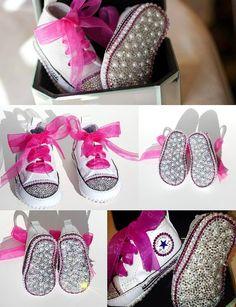 Converse Krippe Schuhe mit Swarovski-Kristallen und Perlen
