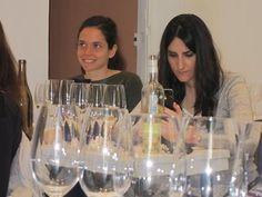 Alumnas de la IV Promoción UCMgastro en #UEC, Victoria Pérez y Carolina Pineda 13-04-2013. Imagen Nuria Blanco (@nuriblan)