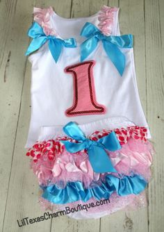 Then change into cute clothes for the party! Smash Cake Girl, 1st Birthday Cake Smash, Cake Smash Outfit, Birthday Cake Girls, Baby First Birthday, Birthday Fun, Birthday Ideas, Birthday Parties, Ruffle Bloomers