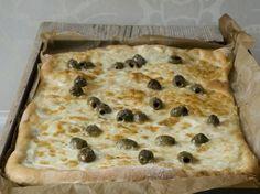 Pizza bianca met kaas en olijven - De Smaak van Italië Italian Recipes, Italian Foods, Side Dishes, Cooking Recipes, Bread, Desserts, Bella, Tailgate Desserts, Deserts