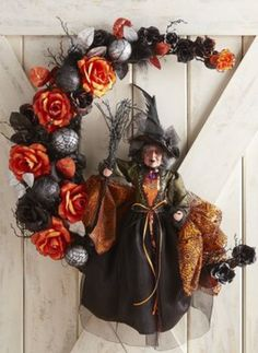 10 Spooktastic Decoration Ideas For Halloween Retro Halloween, Spooky Halloween, Deco Porte Halloween, Halloween 2014, Holidays Halloween, Halloween Crafts, Happy Halloween, Halloween Wreaths, Hallowen Party