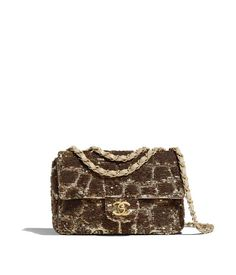 Discover the latest collection of CHANEL Handbags. Explore the full range of Fashion Handbags and find your favorite pieces on the CHANEL website. Chanel Handbags, Luxury Handbags, Fashion Handbags, Cheap Handbags, Small Handbags, Boutiques, Paris New York, Chanel Store, Handbags Online Shopping