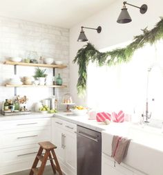There is something magical about decorating with fresh greens during the holidays. Check out these eight places where holiday greenery makes a big impact. Barn Kitchen, Home Decor Kitchen, Interior Design Kitchen, Home Kitchens, Kitchen Ideas, Kitchen Pass, Ranch Kitchen, Kitchen White, Kitchen Inspiration