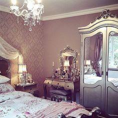 bedroom, decorations, and fashion Bild Victorian Bedroom, Headboards For Beds, Royal Bedroom, Home, Bedroom Design, Master Bedroom Redo, Luxurious Bedrooms, Pretty Furniture, Home Decor Inspiration