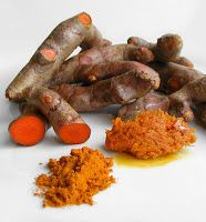 Turmeric / a cure for pain, this common healing herb contains a chemical known as curcumin has powerful anti-inflammatory effects, making it a great choice for those suffering from arthritis, tendonitis, and other auto-immune conditions. Also connected as Natural Medicine, Herbal Medicine, Herbal Remedies, Health Remedies, Natural Cures, Natural Health, Vitamine B17, Grow Turmeric, Fresh Turmeric