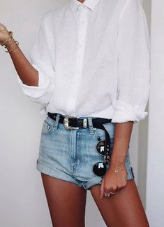Denim short   Summer inspo   Streetstyle   White blouse   Outfit   How to wear shorts