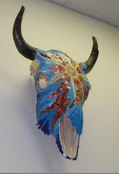 Mosaics on Skull. Sun Mosaic on bison skull. Mosaic Crafts, Mosaic Projects, Mosaic Art, Mosaic Glass, Mosaics, Glass Art, Mosaic Ideas, Cow Skull, Skull Art