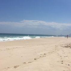 Hoje está sendo um dia iluminado! Dei aula de Vinyasa na Blyss aproveitei a vibe pra praticar junto e agora estou aqui na praia com essa vista maravilhosa na minha frente. Sem filtro sem edição. E que venha o verão!