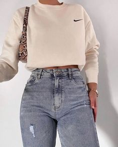 trendy outfits for summer ; trendy outfits for school ; trendy outfits for women ; Teen Fashion Outfits, Retro Outfits, Look Fashion, 90s Fashion, Girl Fashion, Vintage Outfits, Latest Fashion, Fashion Trends, Winter Fashion