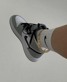 Dr Shoes, Cute Nike Shoes, Swag Shoes, Cute Sneakers, Nike Air Shoes, Hype Shoes, Sneakers Nike, Jordan Shoes Girls, Girls Shoes