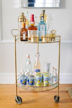 With a bar cart, you are always ready to entertain. Danielle's Charming, Classic Chicago Walk-Up — House Tour Bar Cart Decor, Bar Cart Styling, Home Interior, Interior Decorating, Interior Design, Coin Bar, Bar Deco, Drink Cart, Outside Bars