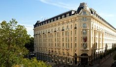 The Westin Palace Madrid - Located in the heart of Madrid, the Westin Palace features upscale lodgings and is approximately nine miles from Madrid Barajas Airport.