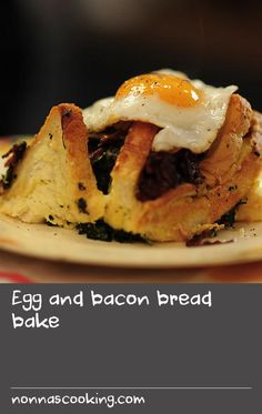 Egg and bacon bread bake Easy Egg Recipes, Baked Dinner Recipes, Egg Recipes For Breakfast, Delicious Breakfast Recipes, Vegetarian Recipes Easy, Breakfast Dishes, Snack Recipes, Basil Recipes, Donut Recipes