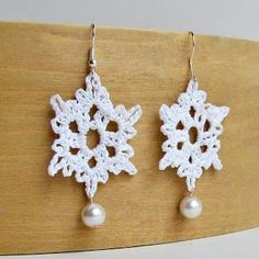 Free Crochet Pattern: Crochet Snowflake Earrings with Pearl Accent Tutorial