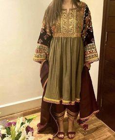 At a mehndi <br> Beautiful Pakistani Dresses, Pakistani Formal Dresses, Pakistani Dress Design, Eid Dresses, Fashion Dresses, Women's Fashion, Wedding Dresses, Kurta Designs, Kurti Designs Party Wear