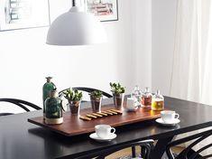 Abendessen mit Wow-Effekt – auf diesem schönen Holzbrett lassen sich allerlei Speisen wunderschön in Szene setzen! Ob als Käseplatte, Wurstbrett oder für Fingerfood, das hochwertige Brett kann nach Lust und Laune genutzt werden und macht dabei einen edlen Eindruck – servieren wie im 5-Sterne Hotel. Dark, Lighting, Home Decor, Design, Wooden Platters, Boards, Home Decor Accessories, Living Room, Ad Home
