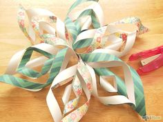 3D paper snowflake instructions - great decor for a Frozen party!