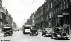 Rotterdam - Aert van Nesstraat, kijkend richting Coolsingel. 1925 De Aert van Nesstraat is een straat in het centrum van Rotterdam, en loopt van de Mauritsweg / Schouwburgplein naar de Coolsingel.