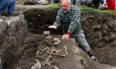 Esqueleto foi encontrado na Bulgária com pedaços de ferro cravados na região do peito