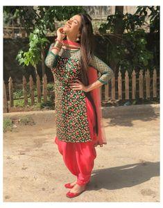 #salwarsuit #salwarsuits #SalwarSuitOnline #salwarsuitmaterial #salwarsuitspartywear #salwarsuitneckdesigns Patiala Suit Designs, Salwar Designs, Kurta Designs Women, Kurti Designs Party Wear, Mehndi Designs, Blouse Designs, Designer Kurtis, Indian Designer Suits, Indian Fashion Dresses