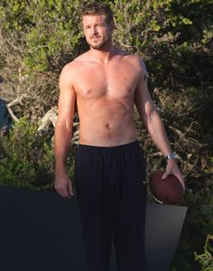 Eric Dane Photos Photos - Eric Dane goes shirtless while playing the bongo at a beach house in Malibu while filming a scene for Valentine's Day. - Eric Dane Plays the Bongos