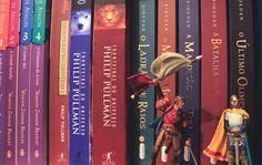 Livros fantásticos   alineando.com.br #estante #livros #fantasia #leitura #literatura #books #bookshelf #colours