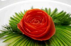 Украшения для стола: как превратить помидор в прекрасную розу