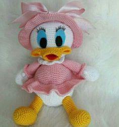 Amigurumi added a new photo. Crochet Bird Patterns, Crochet Birds, Crochet Mouse, Cute Crochet, Crochet Dolls, Crochet Disney, Crochet Animal Amigurumi, Amigurumi Toys, Miki Mouse