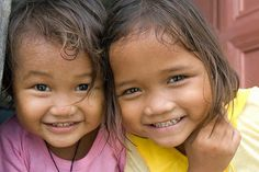 These smiles put the biggest smile on my face, I love happy children photos… Most Beautiful Faces, Beautiful Children, Beautiful Babies, Beautiful People, Pretty People, Native Child, Happy Kids, Smile Kids, I'm Happy