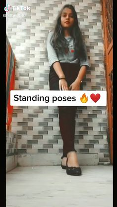 Friend Poses Photography, Teenage Girl Photography, Portrait Photography Poses, Couple Photography Poses, Girl Photo Poses, Girl Poses, Self Portrait Poses, Stylish Photo Pose, Standing Poses