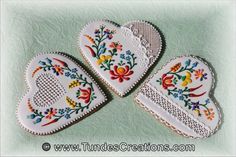 Gingerbread heart cookies with folk art design     http://www.tundescreations.com